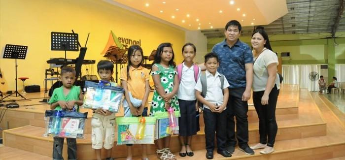 Eduaids Giving to Indigent Community Kids
